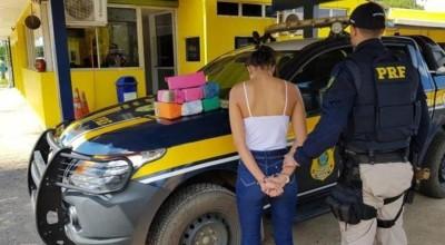 Mulher é presa com mais de 14 kg de maconha na BR-364