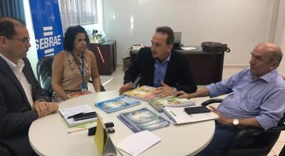 Prefeito de Rolim de Moura assina termo de adesão ao programa JEPP do  Sebrae