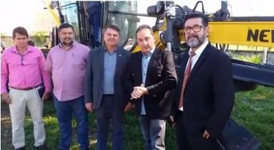 Rolim de Moura recebe nova máquina patrol para atender agricultores