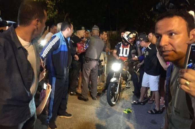 Bolsonaro dá 'voltinha de moto' durante folga da Páscoa no Guarujá