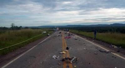 Quatro rondonienses morrem em colisão entre carro e carreta em rodovia de Mato Grosso