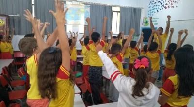 """Rolim de Moura - Escola Municipal Professora Maria de Fátima realiza Projeto """"Adeus ao Piolho"""""""