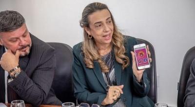 Aplicativo 'Salve Maria' é apresentado para deputados por delegada pioneira no combate à violência contra mulher