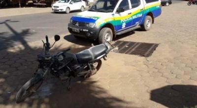 Homem consegue pular de moto e escapa de ser atropelado por carreta em Vilhena