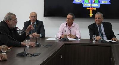 Na Assembleia Legislativa reitor Ari Ott esclarece real dimensão do contingenciamento orçamentário na UNIR