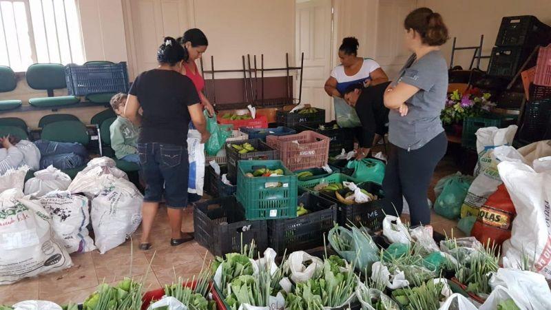 Prefeitura de Rolim de Moura distribui alimentos para famílias do bairro Cidade Alta