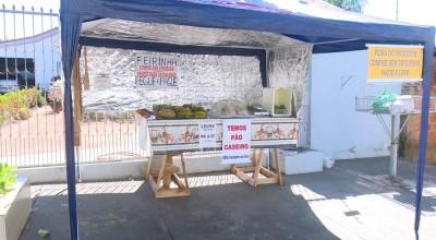 Casal monta barraca sem vendedor e comercializa produtos à base da confiança em Cacoal, RO