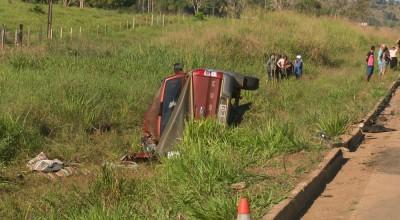 Colisão entre caminhonete e caminhão tanque deixa um morto e quatro feridos na BR-421 em RO