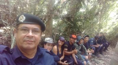 Equipe de PMs do núcleo de atividades sociais de Rolim de Moura realiza visita didática ao acampamento de selva da Polícia Mirim em Médici