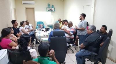 Rolim de Moura - Presidentes de associações de moradores conhecem projeto de energia solar que será implantado no município