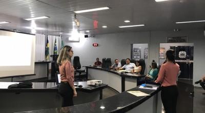 Rolim de Moura - Semec apresenta ações realizadas no primeiro semestre para a comissão de educação da Câmara