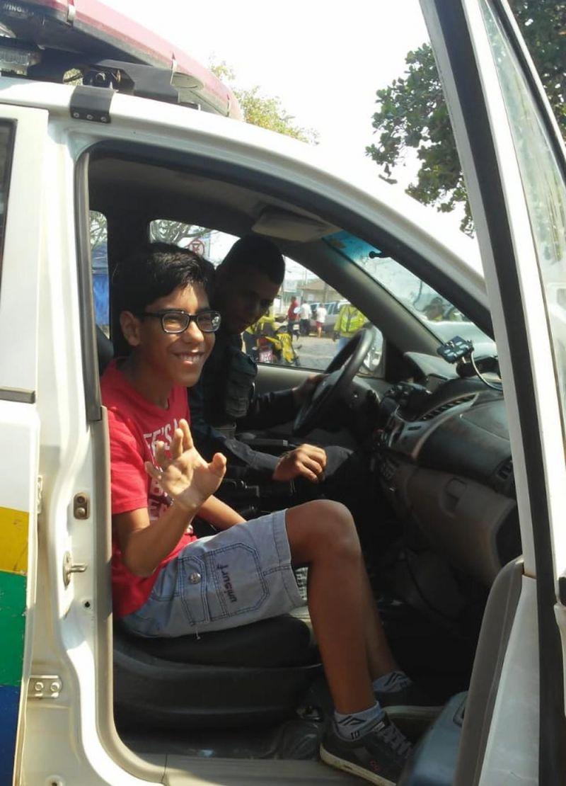 Menino realiza sonho de entrar em viatura da PM em Porto Velho