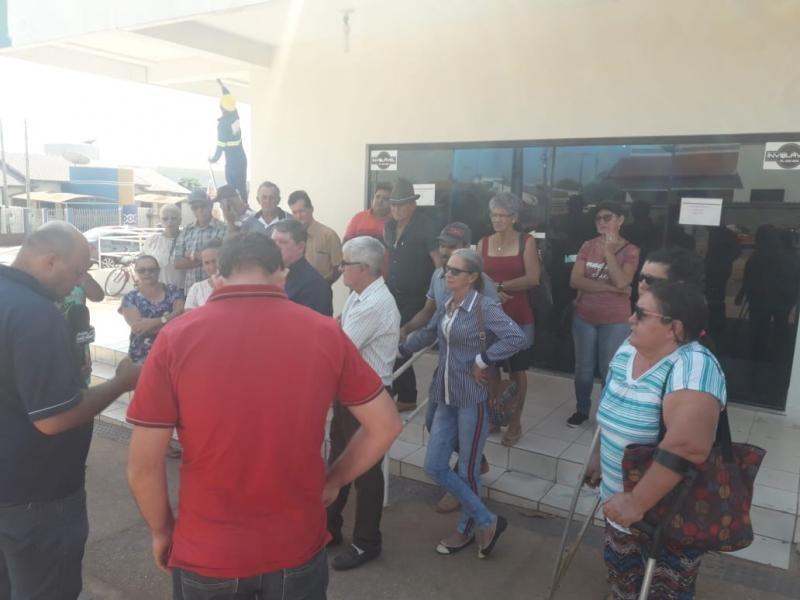 Moradores do município de Alto Alegre dos Parecis fazem mobilização contra o aumento excessivo na fatura de energia