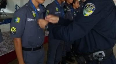 Policiais mirins de Rolim de Moura são homenageados pelo comando do 10° Batalhão