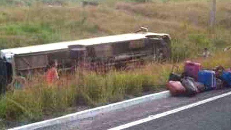 TRAGÉDIA NA 364: Ônibus tomba a caminho de jogos escolares. Um jovem morre e há feridos