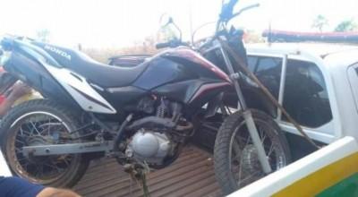 Alarme dispara e moto roubada durante assalto em Vilhena é abandonada por ladrões no meio da rua