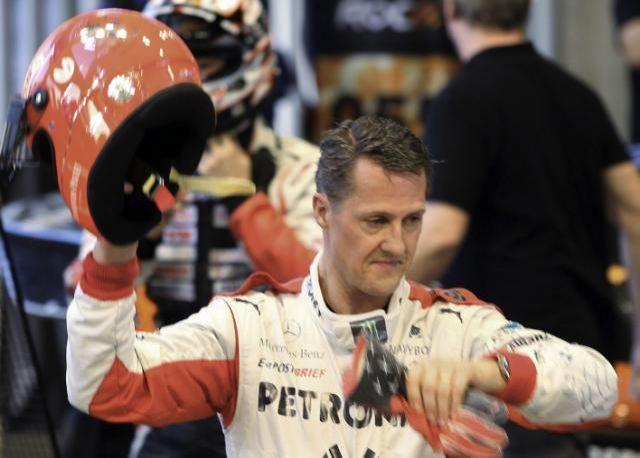Michael Schumacher é hospitalizado em Paris
