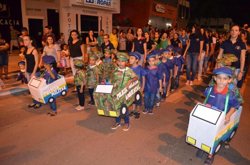 Rolim de Moura - Desfile Cívico de 7 setembro encanta público e arranca elogios