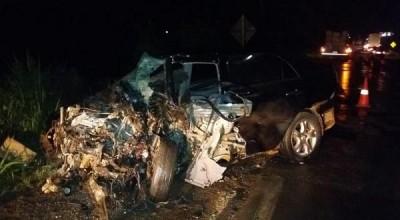 Colisão mata motorista e deixa carro todo destruído na BR-364 em Rondônia