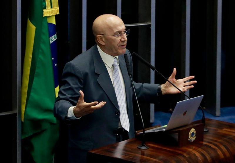 Confúcio Moura sugere mudanças na lei das licitações com o objetivo estimular a economia no Brasil