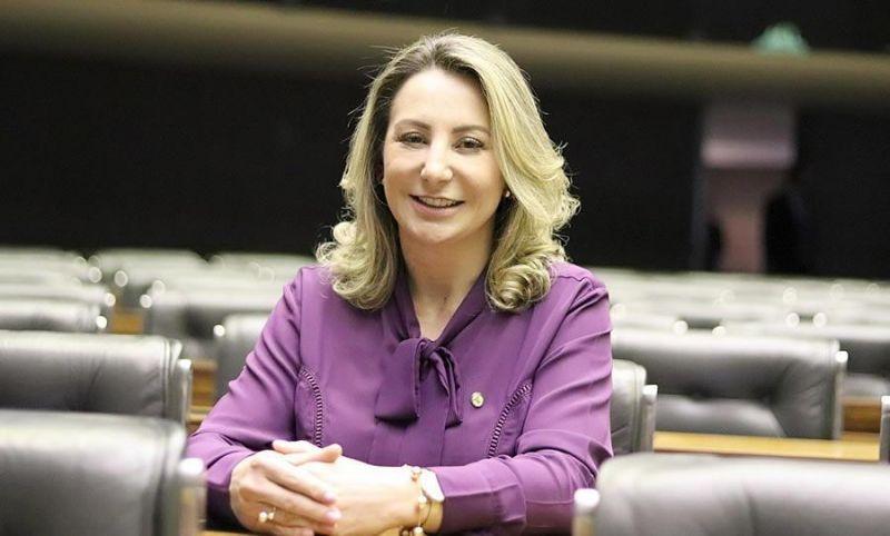Deputada federal Jaqueline Cassol vota a favor da PEC que cria polícias penais