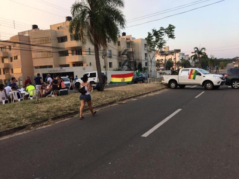 Estudantes brasileiros estão desesperados na Bolívia e ainda não receberam apoio do governo