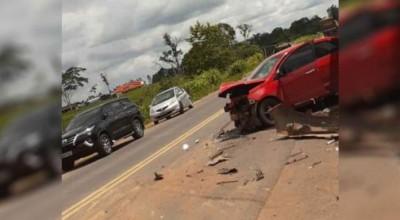 Acidente entre automóvel e caminhão é registrado na BR-364 em Presidente Médici-RO