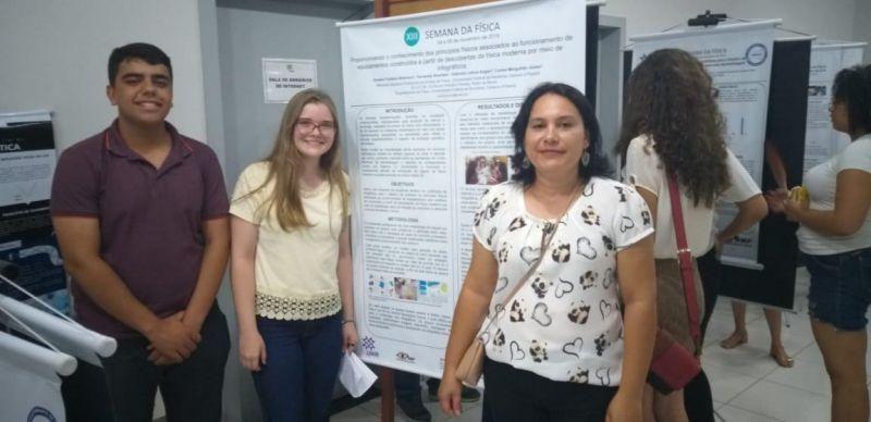 Alunos da Escola Aluízio de Rolim de Moura produzem artigos e apresentam na XIII Semana da Física