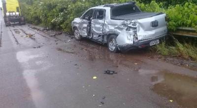 Com esposa e neta a bordo, produtor rural de Corumbiara tem caminhonete atingida por carreta de Vilhena em rodovia
