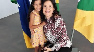 Menina de 07 anos realiza sonho de conhecer Juíza de Direito de Rolim de Moura