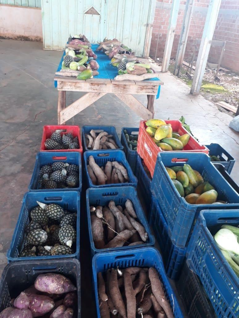 Moradores dos Bairros Jardim Tropical e Olímpico recebem alimentos da prefeitura de Rolim