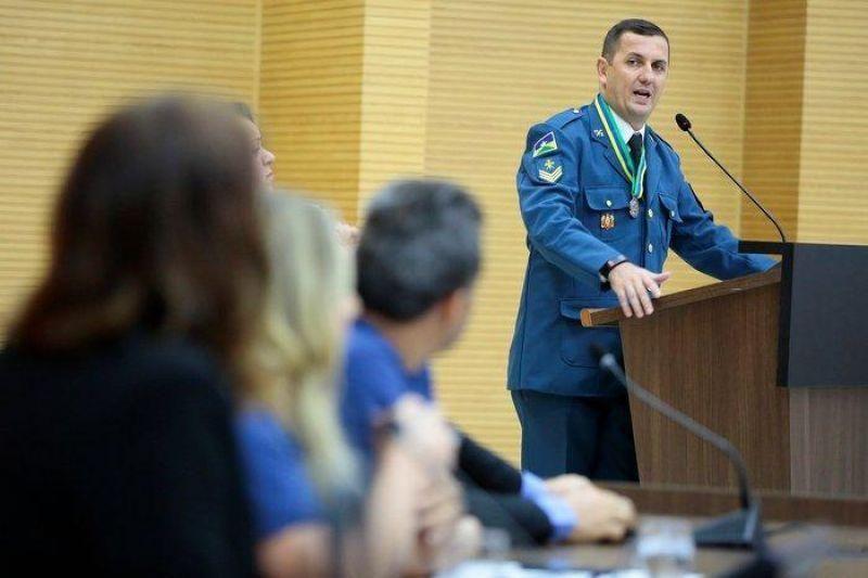 Por serviços relevantes, Sargento Adriano dos Bombeiros de Rolim de Moura, é homenageado na Assembleia Legislativa