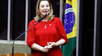 """Projeto de lei que institui Revalida e MP que cria """"Médicos pelo Brasil"""" são aprovados pelos deputados"""
