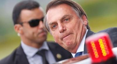Bolsonaro dá indulto a policiais presos por crimes culposos