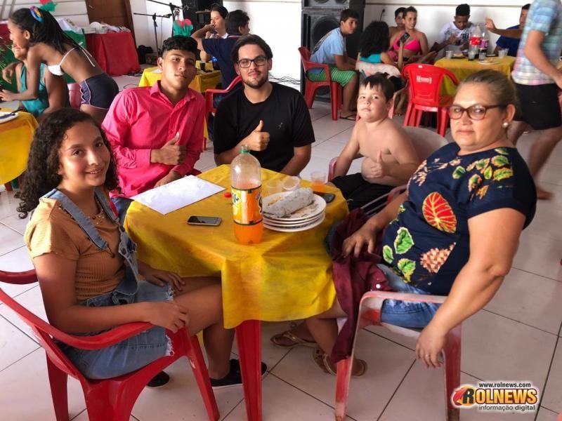 Fanfarras realizam confraternização em Rolim de Moura