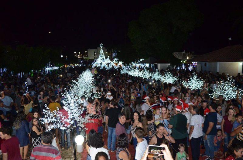 Mais de 10 mil pessoas compareceram para prestigiar o Natal de Luz de Rolim de Moura