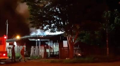 Após homem ser assassinado com tiro na cabeça, casa onde aconteceu o crime é incendiada