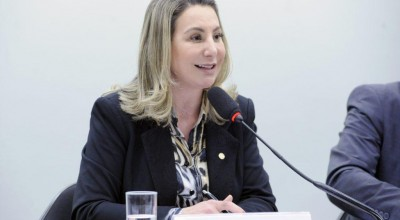 Jaqueline Cassol garante recursos para melhorias na Unir