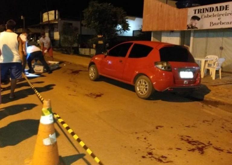 Jovem é morto degolado na frente de lanchonete em Espigão do Oeste, RO