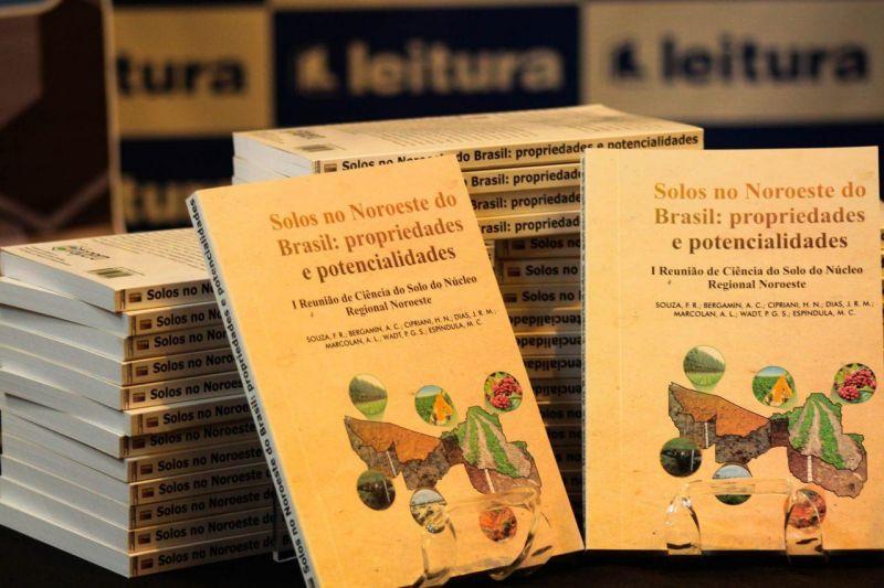 Seduc vai imprimir e distribuir obras de autores regionais em escolas de Rondônia