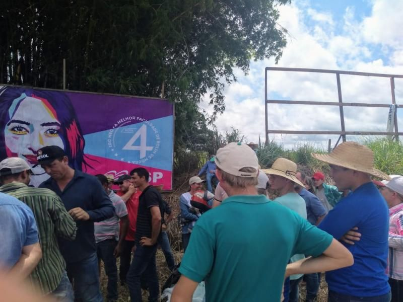 Zona da Mata: Cafeicultores da região fizeram manifestações no trevo da BR-364 entrada para Rolim