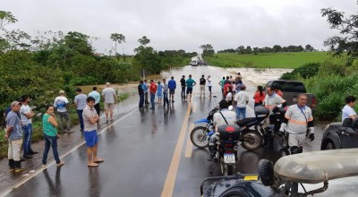 BR-364 e BR-429 ficam alagadas após fortes chuvas em Rondônia
