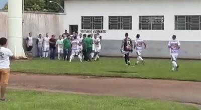 Confusão no vestiário do Cacoalense no Cassolão marca intervalo de jogo com o Pimentense, em Rolim