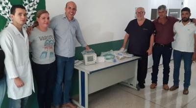 Ismael Crispin comemora entrega de equipamento para o Hospital Regional de São Francisco do Guaporé