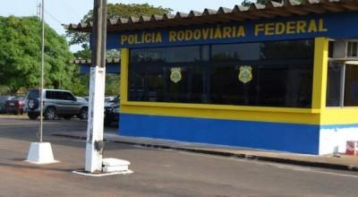 Pastor foragido por estelionato é preso em táxi na BR-364, em RO