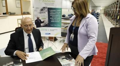Senador Confúcio Moura lança livro sobre a precariedade do ensino público