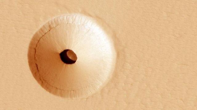 Abrigo de seres vivos? NASA encontra entrada de caverna em Marte
