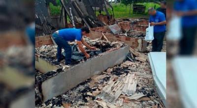 Corpo é localizado carbonizado em casa incendiada na BR-364, em Presidente Médici