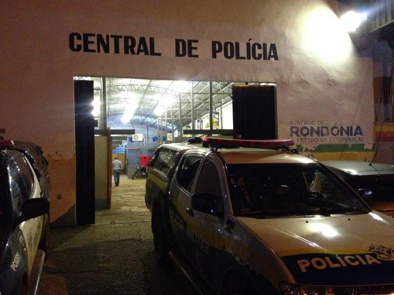 SEM ROUPAS: Esposa ataca marido a facadas após flagrar vídeos da amante em celular, em RO