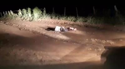 Corpo de homem de 59 anos é encontrado com cabeça dilacerada e parcialmente carbonizado; rapaz de 20 é suspeito